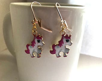 Dangle Pink Unicorn earrings - B011