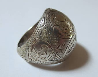Vintage Sterling Silver Dome Ring with Paisley Etching, Siam, Size 8, 8.9 Grams