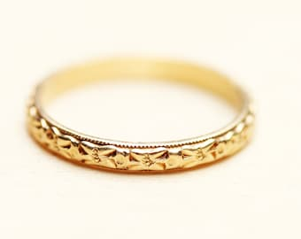 14K Delicate Flower Band Ring - Size 5.5