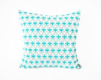 Cushion cover 40 x 40 cm, fabric floral print retro 70's, Scandinavian style, green plain fabric back, home decor, vintage