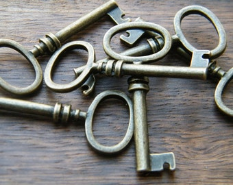 Brontë - Skeleton Keys - 10 x Antique Bronze Barrel Antique Vintage Skeleton Key Pendants Key Charms