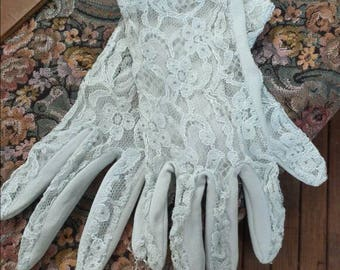 Vintage lace gloves/vintage gloves/lace gloves/bridal gloves/bridesmaid gloves/wedding gloves/evening gloves/formal gloves