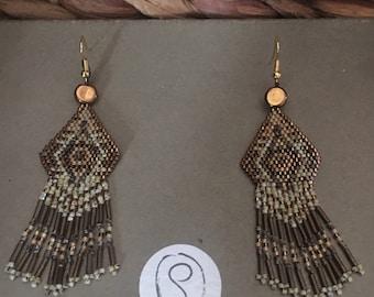 Boucles d'oreilles style cheyenne ethnique dans les tons bronze et ecru