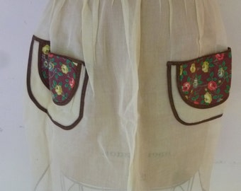 Vintage Apron 1950's Pale Yellow Organdy Apron Polished Cotton Floral Pockets