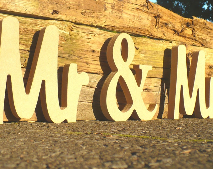 Mr & Mrs Wedding sign. Bridal Shower, Bridal Shower Gift, Bridal Shower Gift for Bride, Bridal Shower Signs, Mr and Mrs, Wedding Table Decor
