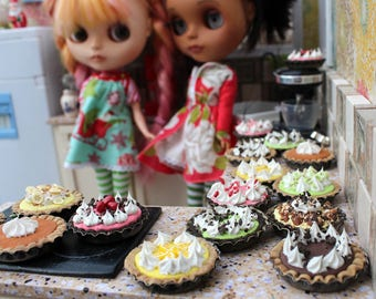 Pies Pies Pies! for Blythe Barbie Monster High 1/6 Scale Playscale Miniatures