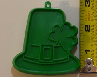 "Vintage HALLMARK DERBY w/SHAMROCK Hat Cookie Cutter | 1977 2.5"" St. Patrick's Day"