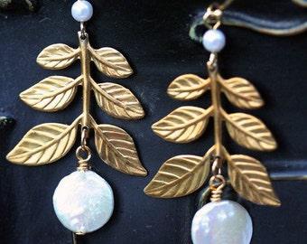 Gold Leaf Earrings, Pearl and leaf Earrings , Bridal Earrings, Wedding Jewelry