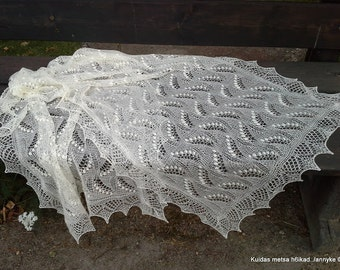 """MADE TO ORDER. Hand knitted Haapsalu shawl """"Reversed Lily of the Valley"""". 100%  wool, natural white."""