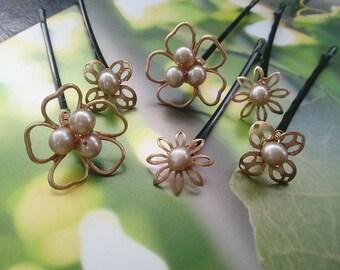 Pearl Hair Pins, Flower Bobby Pins, Set of THREE Gold Hair Pins, Wedding Headpiece, Hairpin Set, Bridesmaid Gift, Bridal Hair Jewelry
