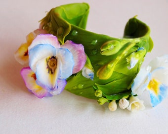 Flower Bracelet With Pansies, Flower Girl Bracelet, Floral Jewelry
