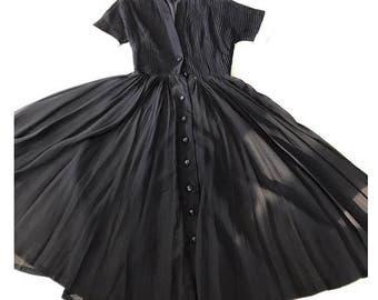 Gorgeous 1950s pleated bodice dress