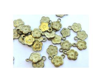 10 Vintage metal flower dangling beads and pendants