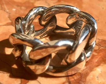 Molossus chain ring in solid 925 silver. Molossus ring in 925 sterling silver.
