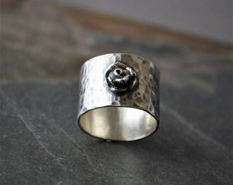 Wide Band Ring, Rose Ring, Hammered Band, Sterling Silver, Flower Ring, Floral Ring, Botanical Ring, Plant Ring, Nature Ring, Single Rose