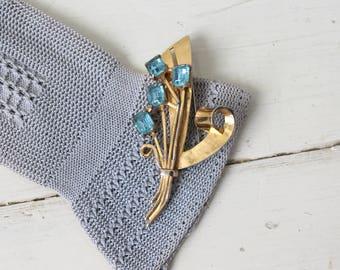 Vintage 1940s Gold Tone & Blue Glass Brooch / 40s Blue Rhinestone Flower Pin / Art Deco Bouquet