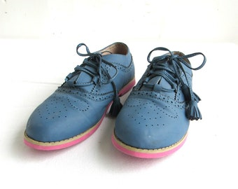 1970s Blue Oxfords Shoes Sz 10 Womens  Leather Perforated Lace Up Flats Crepe Soles