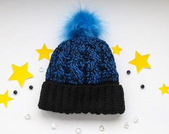 Hat with pompom braid pattern
