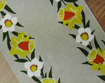 Swedish retro vintage 1960s printed beige linen M.Buhler design tabelcloth runner with white/ yellow duffadill easter lilys motive
