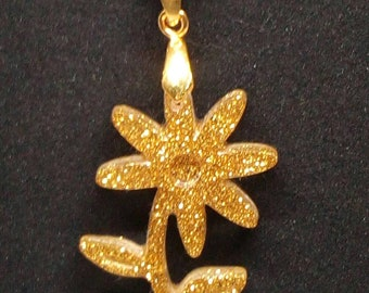 Gold chain with flower pendant