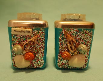 Beautiful, vintage 50's 60's, turquoise plastic, Ocean City souvenir, salt and pepper shakers with glitter and shells!