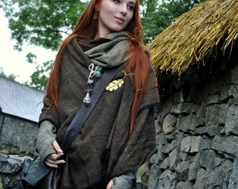 Oak Brooch with Wool Blanket, Pagan clothing, brooch with Wool Tweed Blanket. Oak Leaf, Brooch, folk Shawl, Celtic Shawl Viking Blanket.