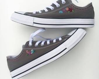 Hand embroidered converse with small flowers, shoes included