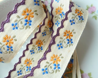 Whimsical Floral Sewing Trim, Yellow Blue Daisies Natural Background Purple Scalloped Edges, Vintage Jacquard Ribbon, 1 YDS