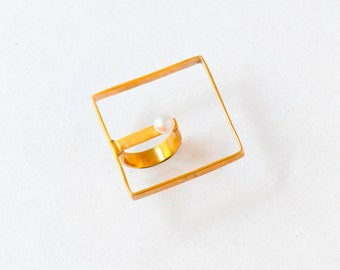 Statement square ring in gold plated brass or silver with pearl EST EGST