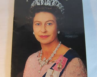 Vintage 1977 Queen Elizabeth 2nd Silver Jubilee Pictorial Souvenir