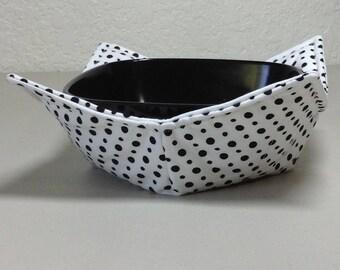 Microwave Cozy  -White w/Black Polk A Dots  (0200-193)