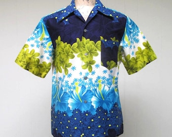 Vintage 1960s Mens Hawaiian Shirt / 60s Hibiscus Print Bark Cloth Aloha Shirt / Large