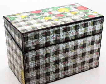 SALE Wood Recipe Box Black and Cream Vintage Inspired Gingham and Fruit Fits 4x6 Recipe Cards