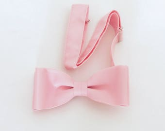 Pink polyester L&M Fashions clip-on bow tie, early 1980's vintage