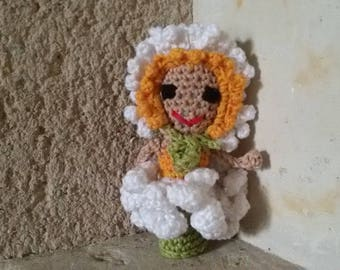 Daisy finger puppet doll