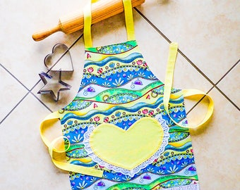 Kids/Toddlers Apron, girls kitchen craft art play apron, child lined cotton apron with yellow heart lace pocket, kids fun flower print apron