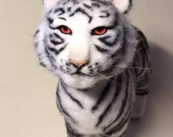 White Tiger (Белый тигр. Сухое валяние. 27 см)
