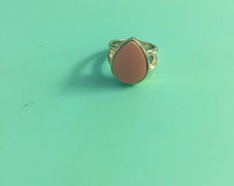 Pyrex Bubblegum Pink glass ring. Fashion ring with added Bubblegum Pink broken glass. Pyrex jewelry. Pyrex ring. Fire King Jewelry.