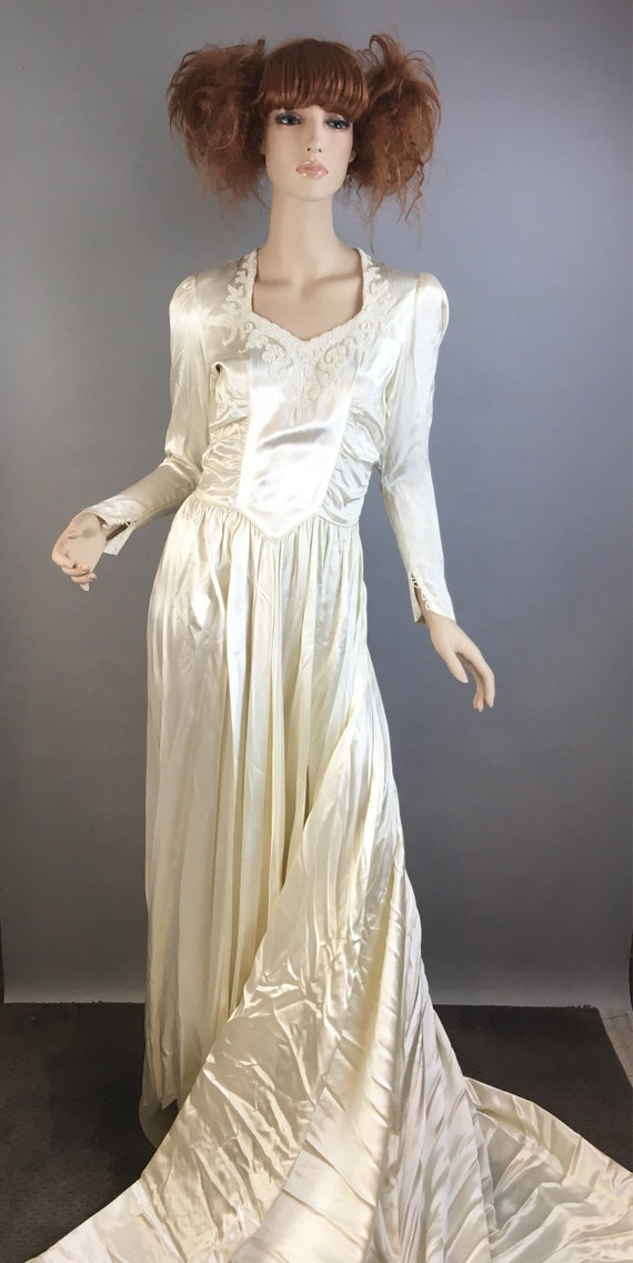 Vintage 40s Wedding Dress// 40s Silk and Bead Wedding gown//