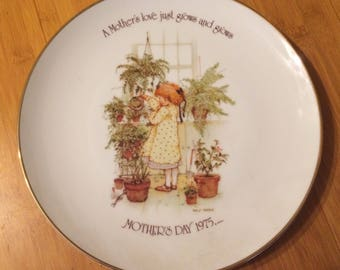 Holly Hobbies Commemorative Edition. Mothers's Day 1975. A Mother's Love.