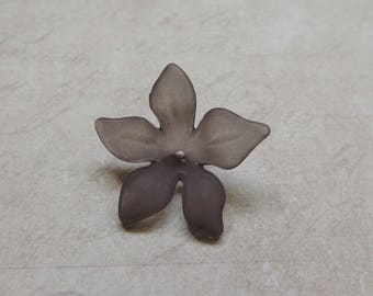 Acrylic Lucite Flower Bead - 5 petal flower - Grey/Black (pack of 10)