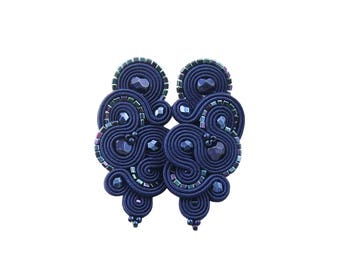 Dark sapphire exlusive and unique earrings 'mirino dark sapphire soutache'. Handmade orginal soutache earrings