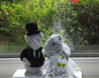 Hand Knitted Bride & Groom Mice, Wedding Cake Topper, Wedding Gift, Wedding Memento,Wedding cheese Tower Topper , Ready To Ship/Post