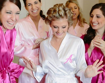 SALE Custom Bridesmaid Monogrammed Robes Set of 6, Bridesmaid Initial Personalized Robes. Wedding Robe/Bridesmaid Robe - Embroidered Robe