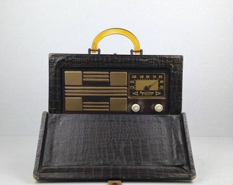Vintage Radio Antique Sparton Tube Radio 1940s Sparton Model 6AM06 Alligator Suitcase Portable Am Radio Suitcase Radio Old Radio 1947