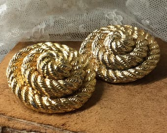 Capacious Wrapped Rope Gold Tone Dome Earrings Unsigned Clip On 1970's 1980's Career Day Wear Round Circular Professional Totally Big