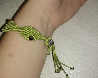 Semi precious stone and macrame bracelet