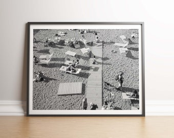 modern beach print, people on the beach,  black and white photo, people on beach, print download, b/w photograpy, living room printable,