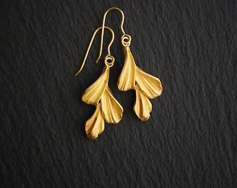 Gold dangle earrings - Elven earrings  - art nouveau earrings - boho earrings - gold drop earrings - leaf earrings - celtic earrings
