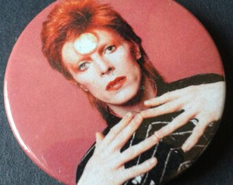 David Bowie badge or fridge magnet -- 38mm -- Music -- Singer -- Pin -- Pin back button